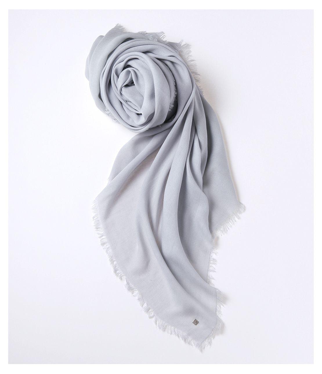 Big fringe scarf