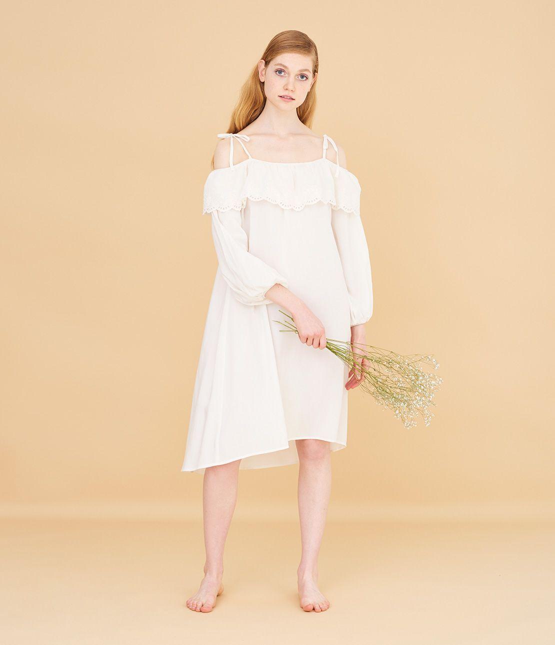 ロマンティックアイレットレースドレス
