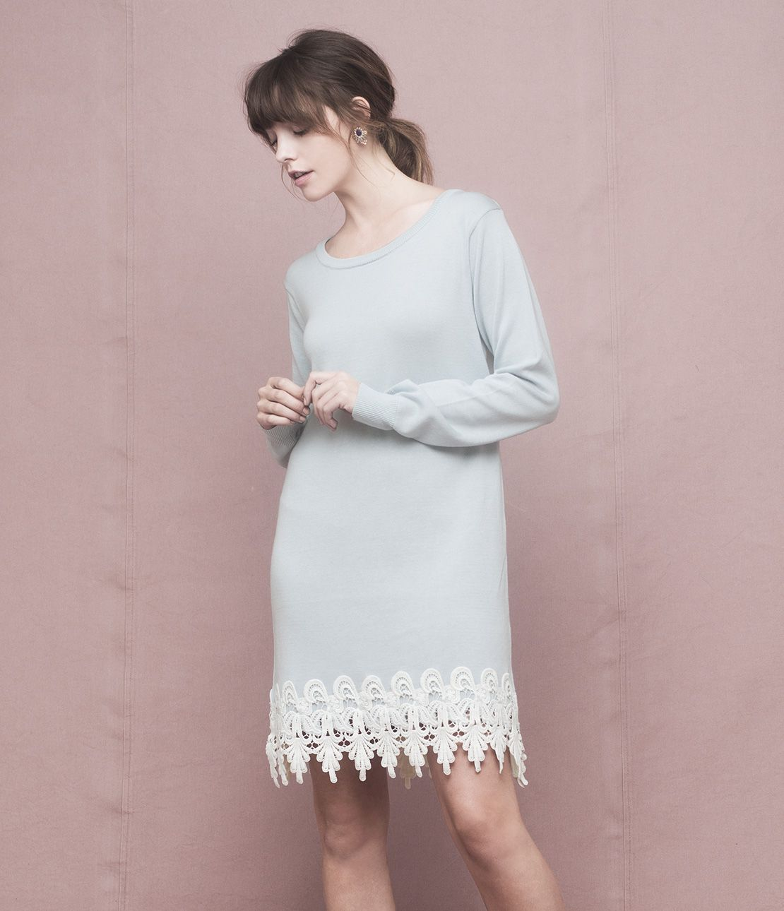 Beam lace knit mini dress to