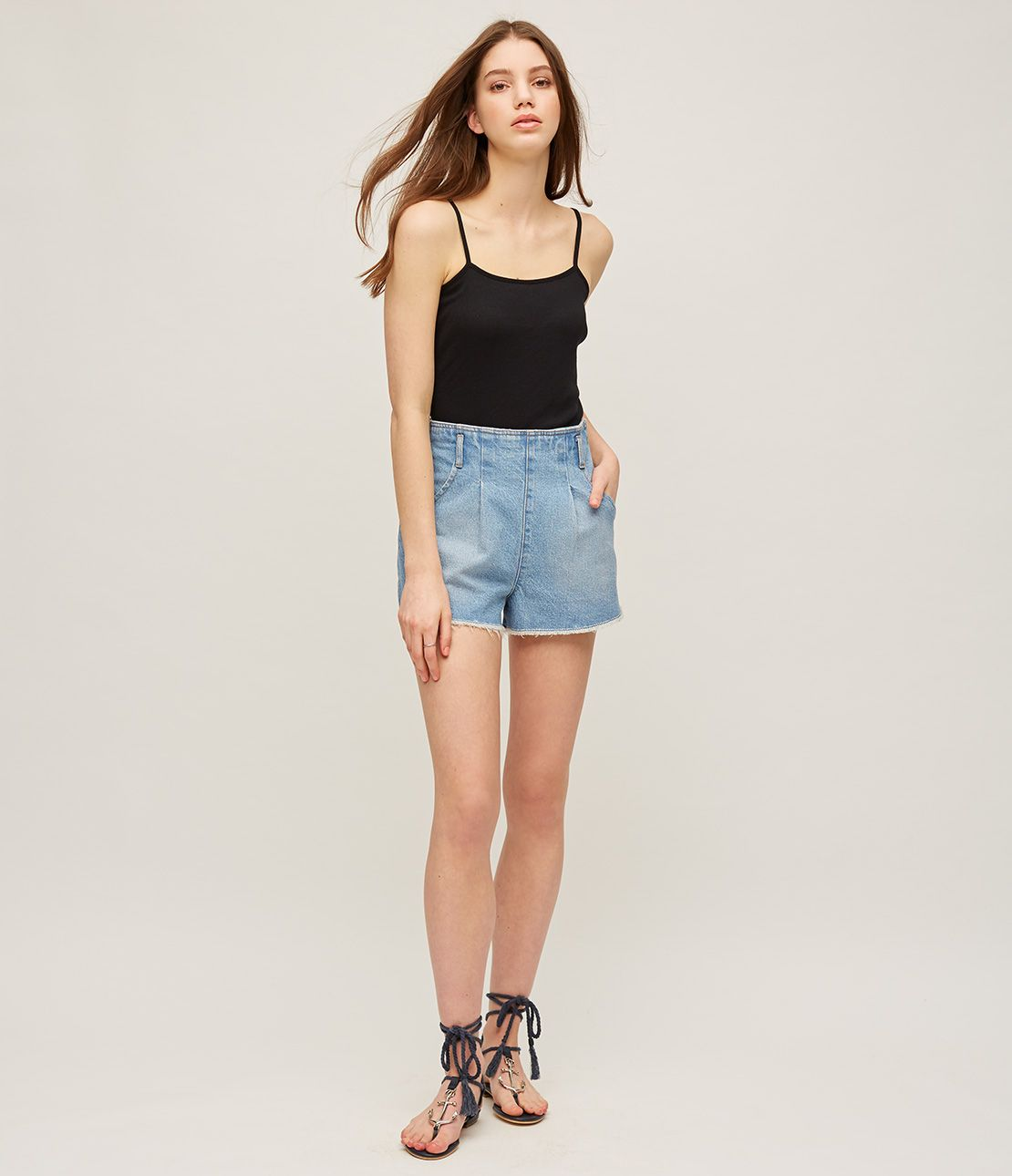 West tuck short denim